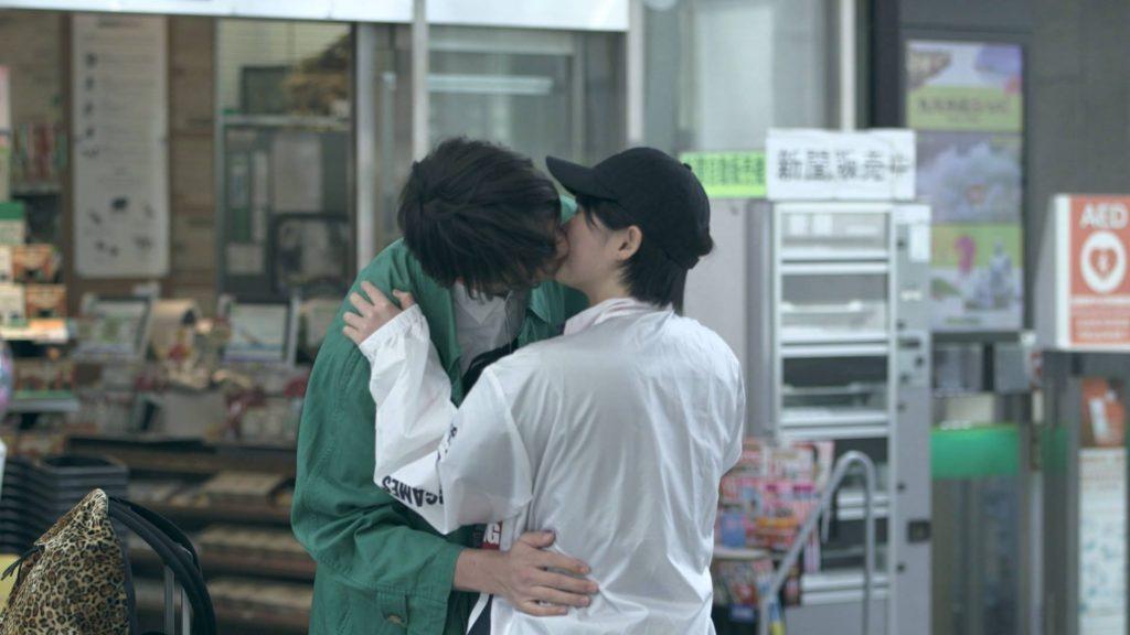 佐藤つば冴と岡本至恩のキス